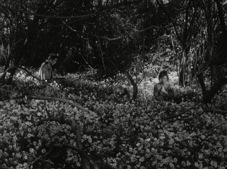 "Escena de ""Shichinin no Samurai"" (los 7 samurai) (1954) de Akira Kurosawa. Se retrata la sociedad feudal en la Era Edo y se observa un caso de desobediencia del Junketsu Shinko, así como un castigo del padre a la hija."