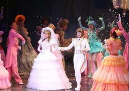 "La obra ""Cinderella"" en Takarazuka con Morning Musume"